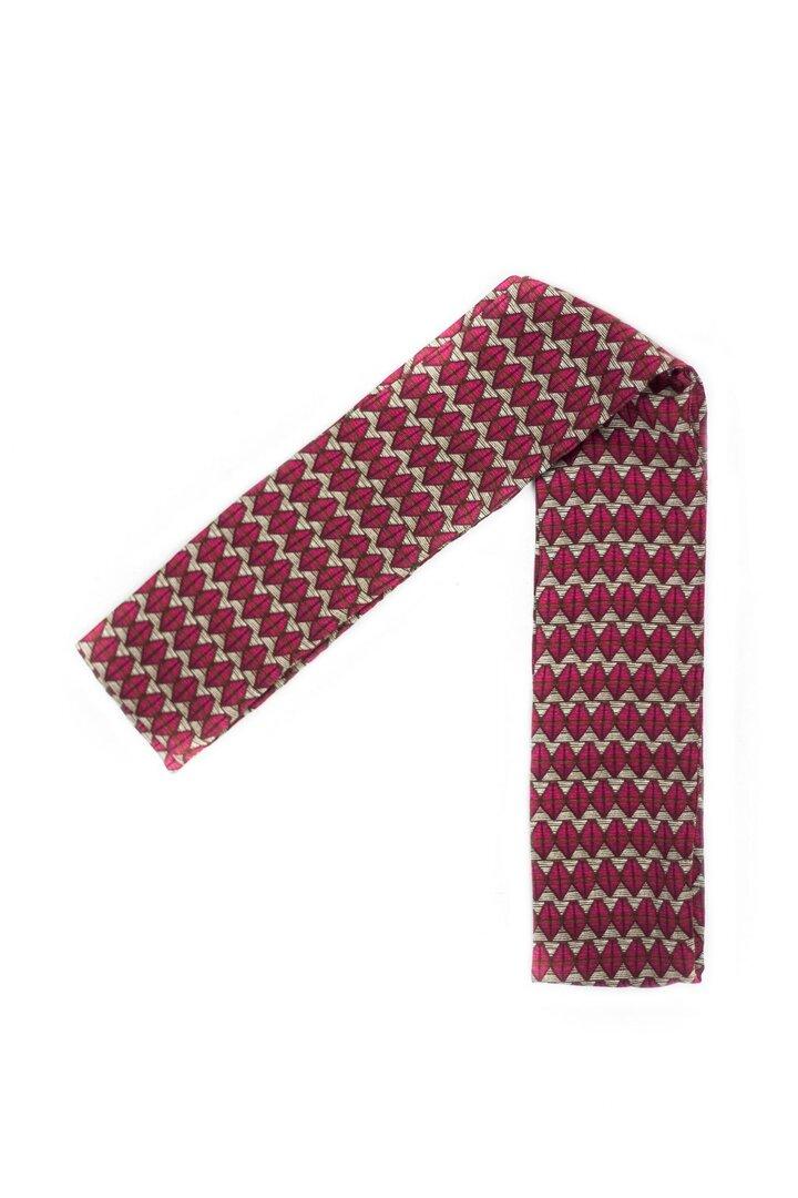 Un foulard unisexe qui peut aussi se porter en écharpe ou en cravate de la maison ARMANCE ET APOLLINE.