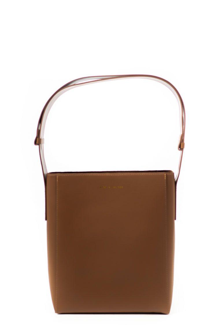 How sac cabas en cuir couleur camel signé Marge Sherwood