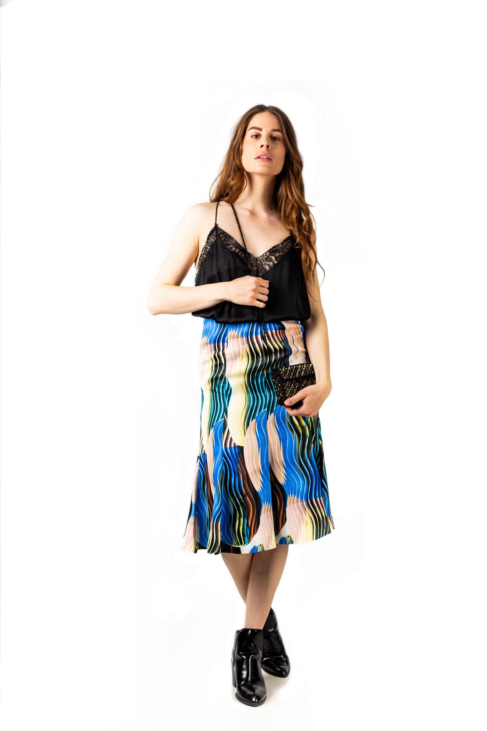 Jupe midi-Midi skirt with pattern-1-jupe-midi-affaires-etrangeres-paris-mode-ethnique-coreenne-vleeda