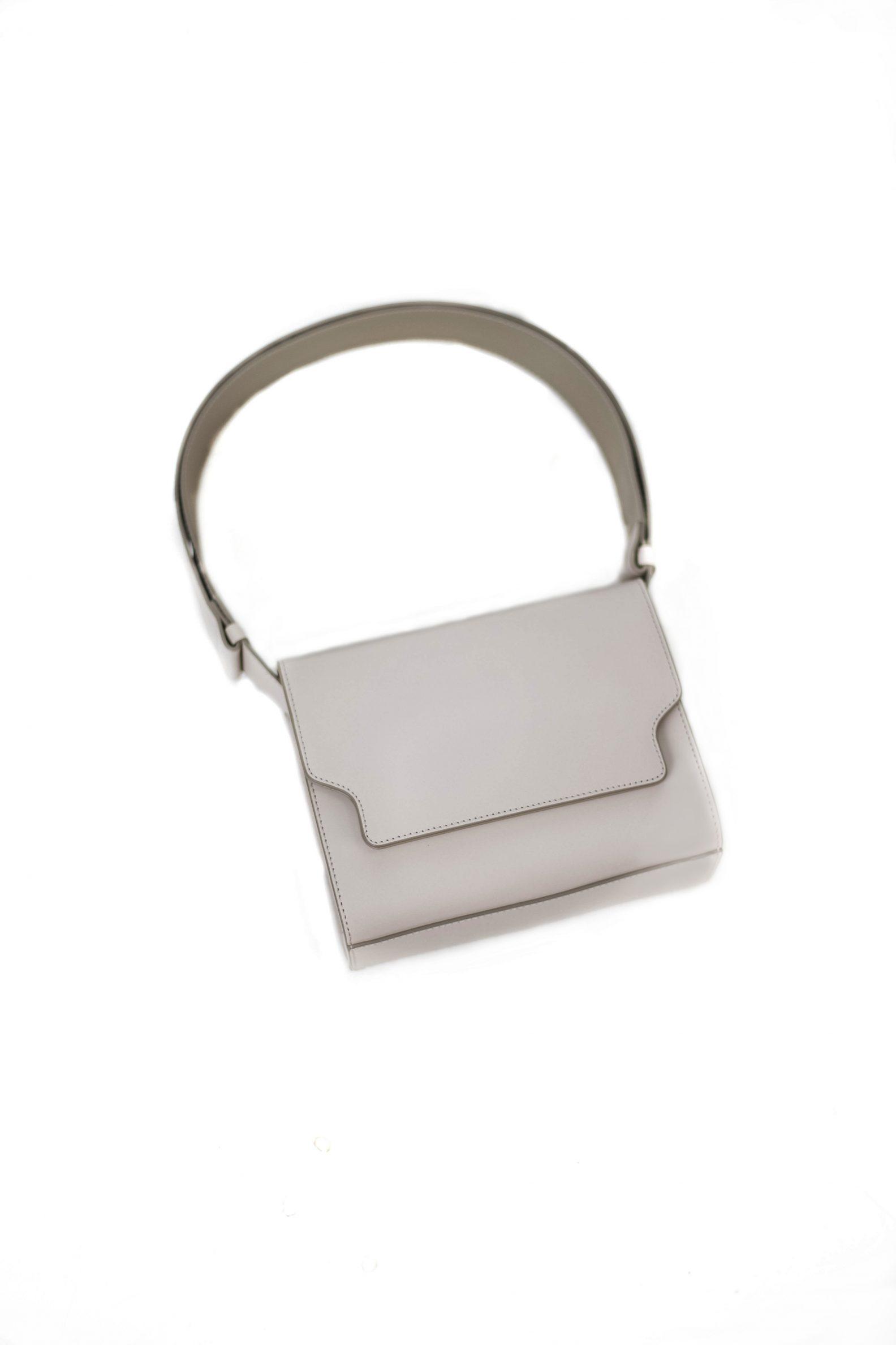 Sac Vava gris clair-Vava bag-1-sac-cuir-rabat-gris-clair-affaires-etrangeres-paris-mode-coreenne-besides-kimchi-jpg