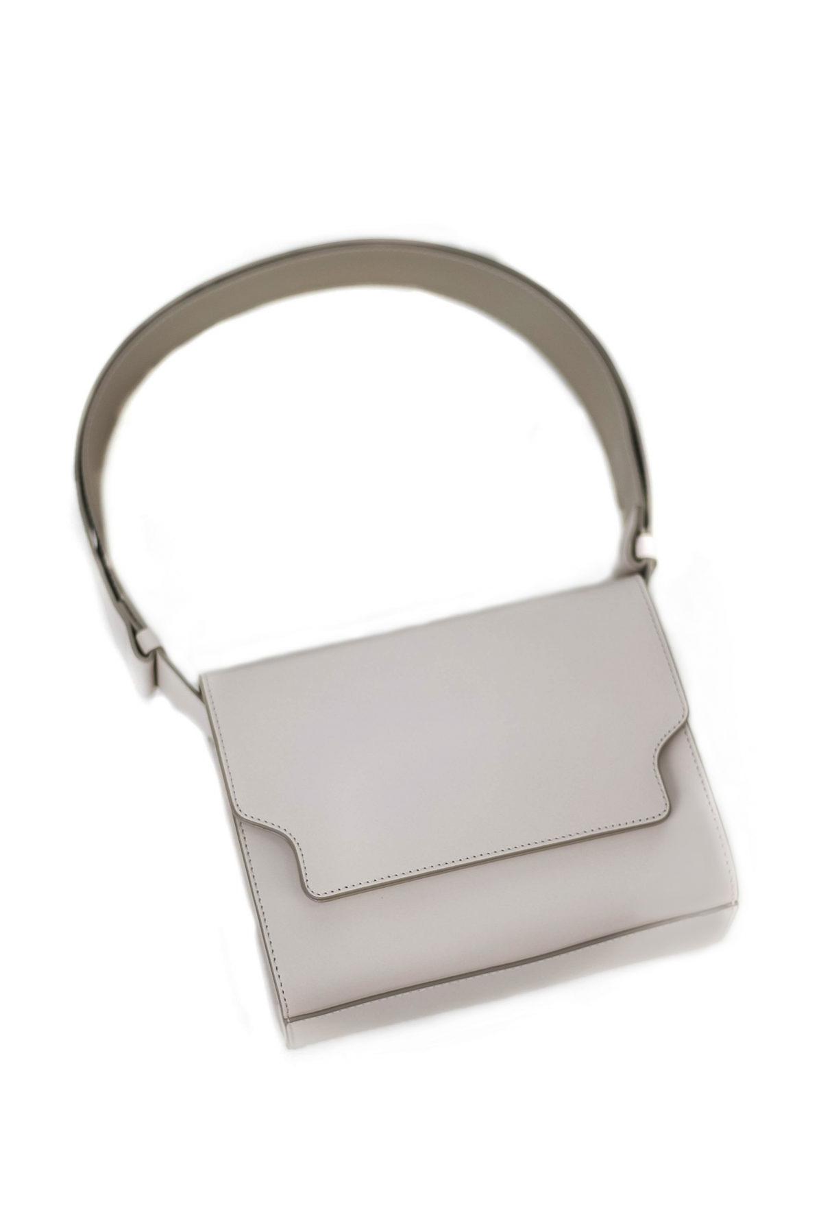 Vava sac à main cuir gris clair de forme rectangulaire signé Marge Sherwood