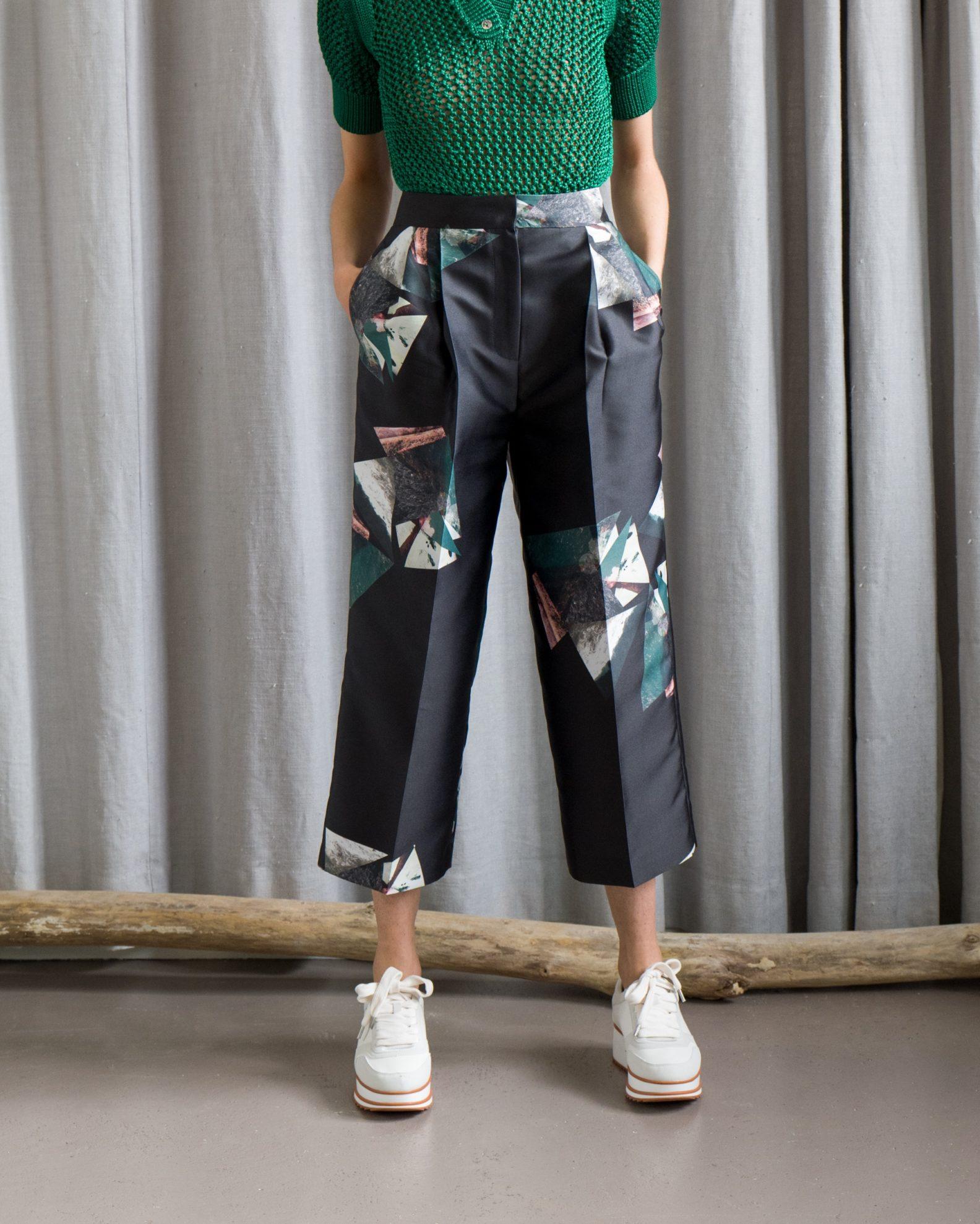 polo en maille ajourée Zara pantalon large cropped satiné imprimé