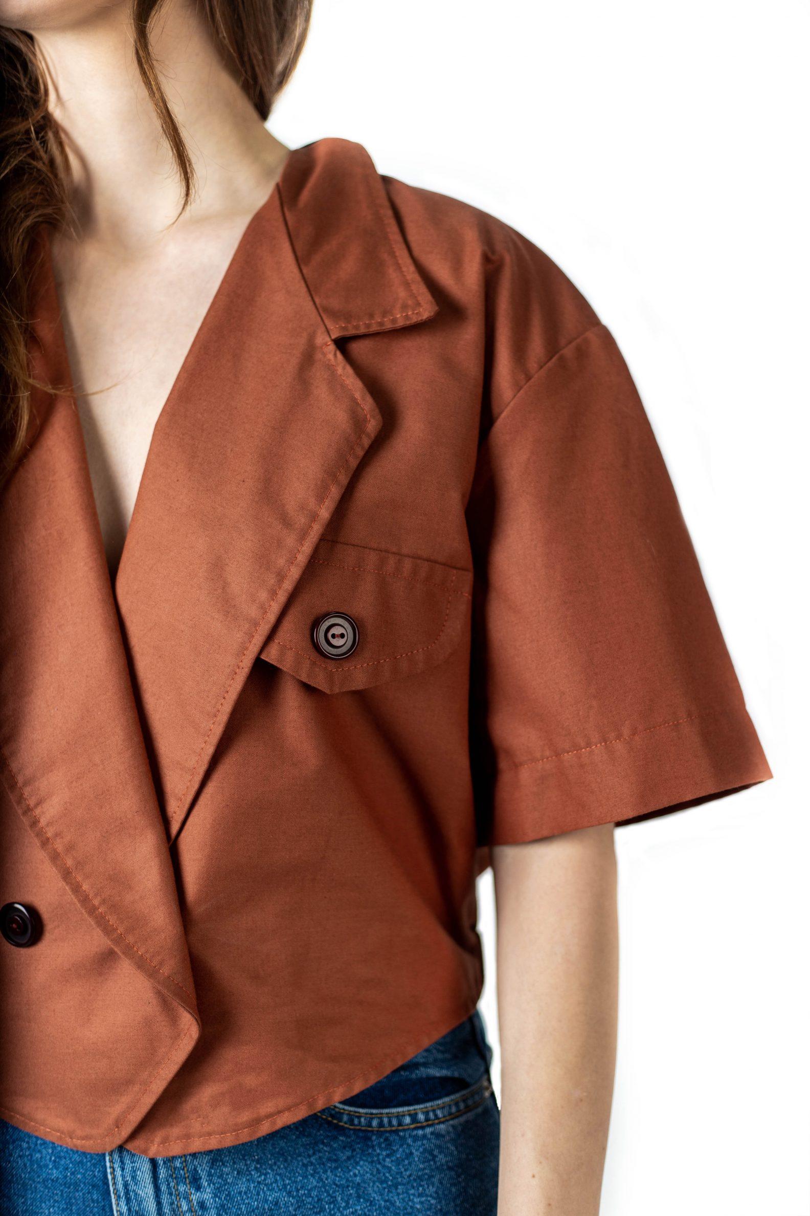 5-affaires-etrangeres-veste-croisee-manches-courtes-coton-cire