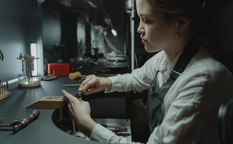 Qui sont les artisans bijoutiers - Label AE Paris