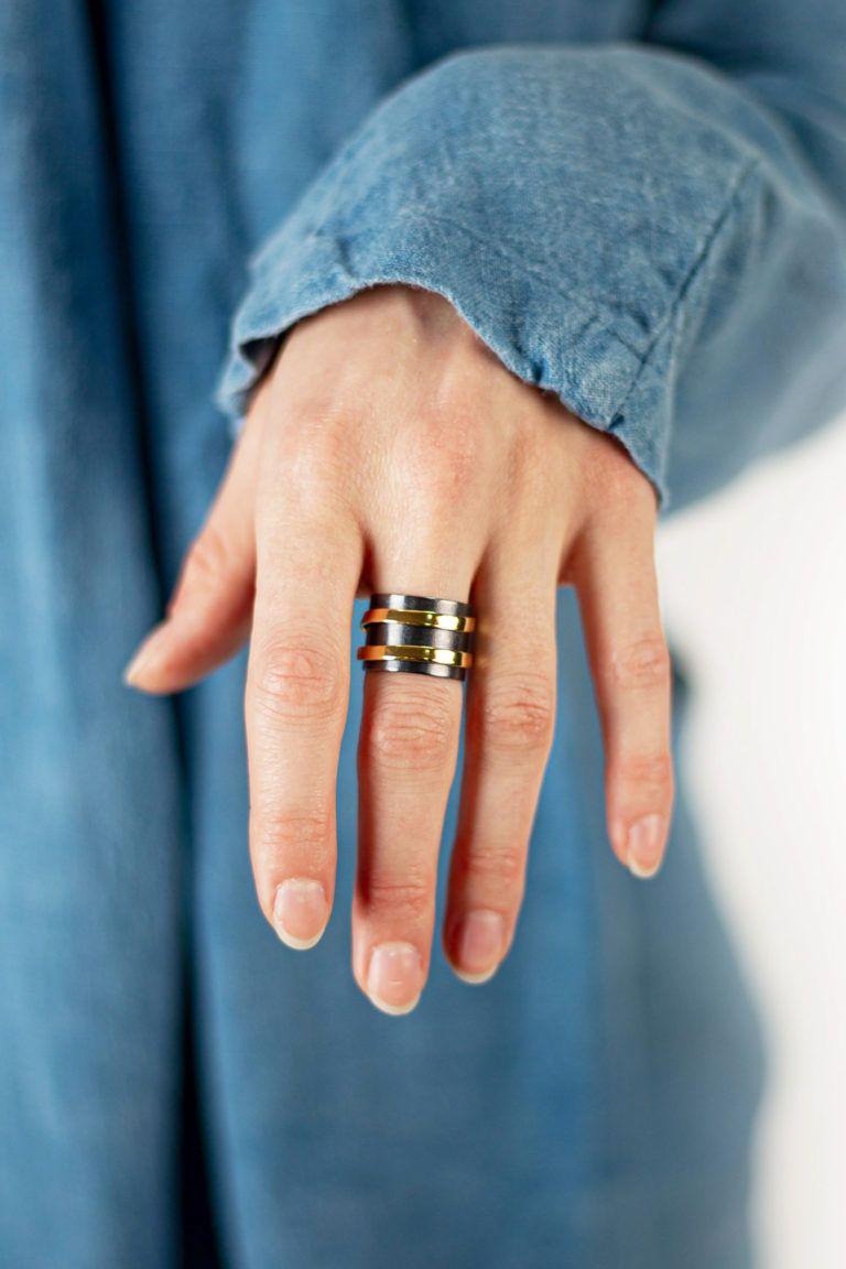 Bague modulable BASIC RING avec un anneau et une spirale à ajuster de la créatrice Dàvila.