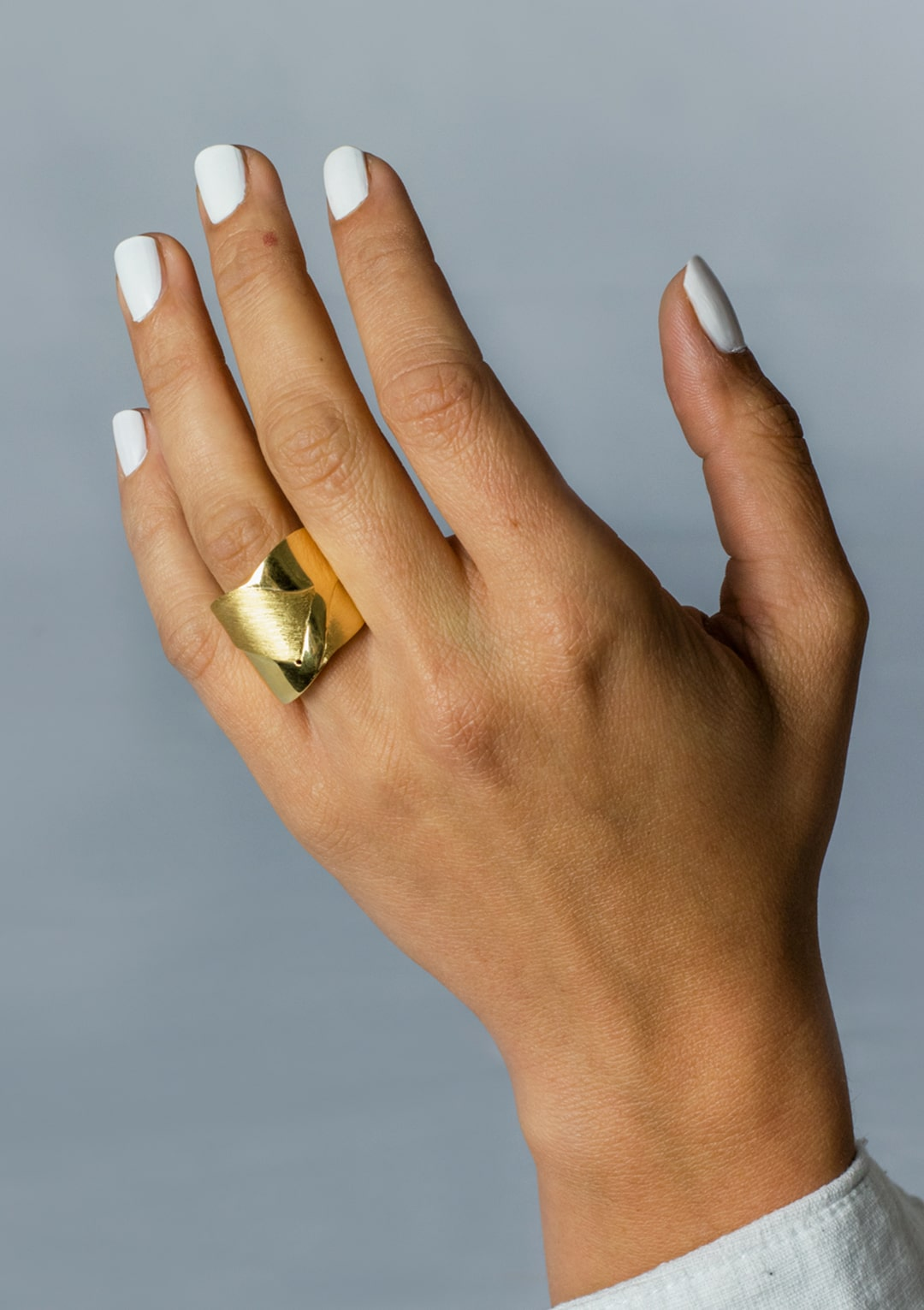 bague intemporelle bi-texturée I argent massif doré or 18 carats I Elliade bijoux I vue de face I Label AÉ Paris