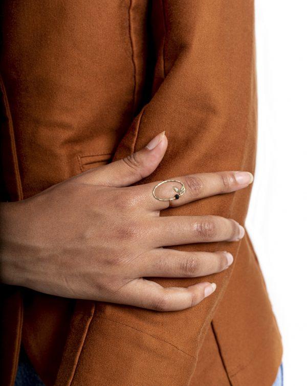bague-ovale-en-laiton-martele-a-la-main-createur-bijoux-ring-hammered-brass-laetitia-piffeteau-affaires-etrangeres