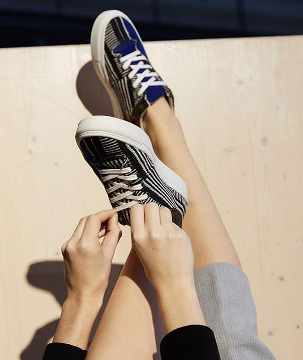Baskets noir et bleu de la marque Umoja