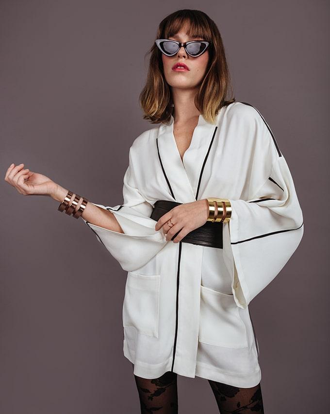 Bijoux de créateur et kimono en soie