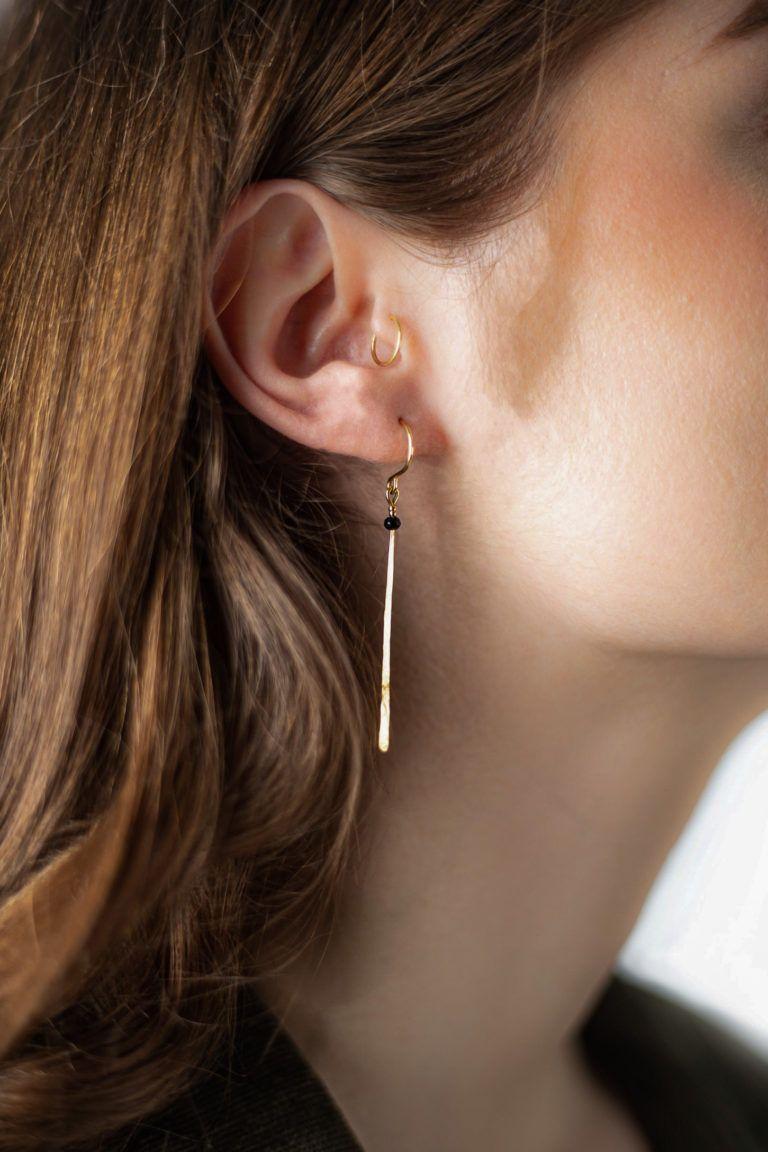 Boucles d'oreilles Boheme Délicate avec un aspect simple et chic faites à la main par Laëtitia Piffeteau.