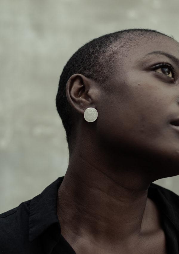 Boucles d'oreilles Vesta L I argent texturé I 9Pensées I Vue en détail 3 I Label AÉ Paris