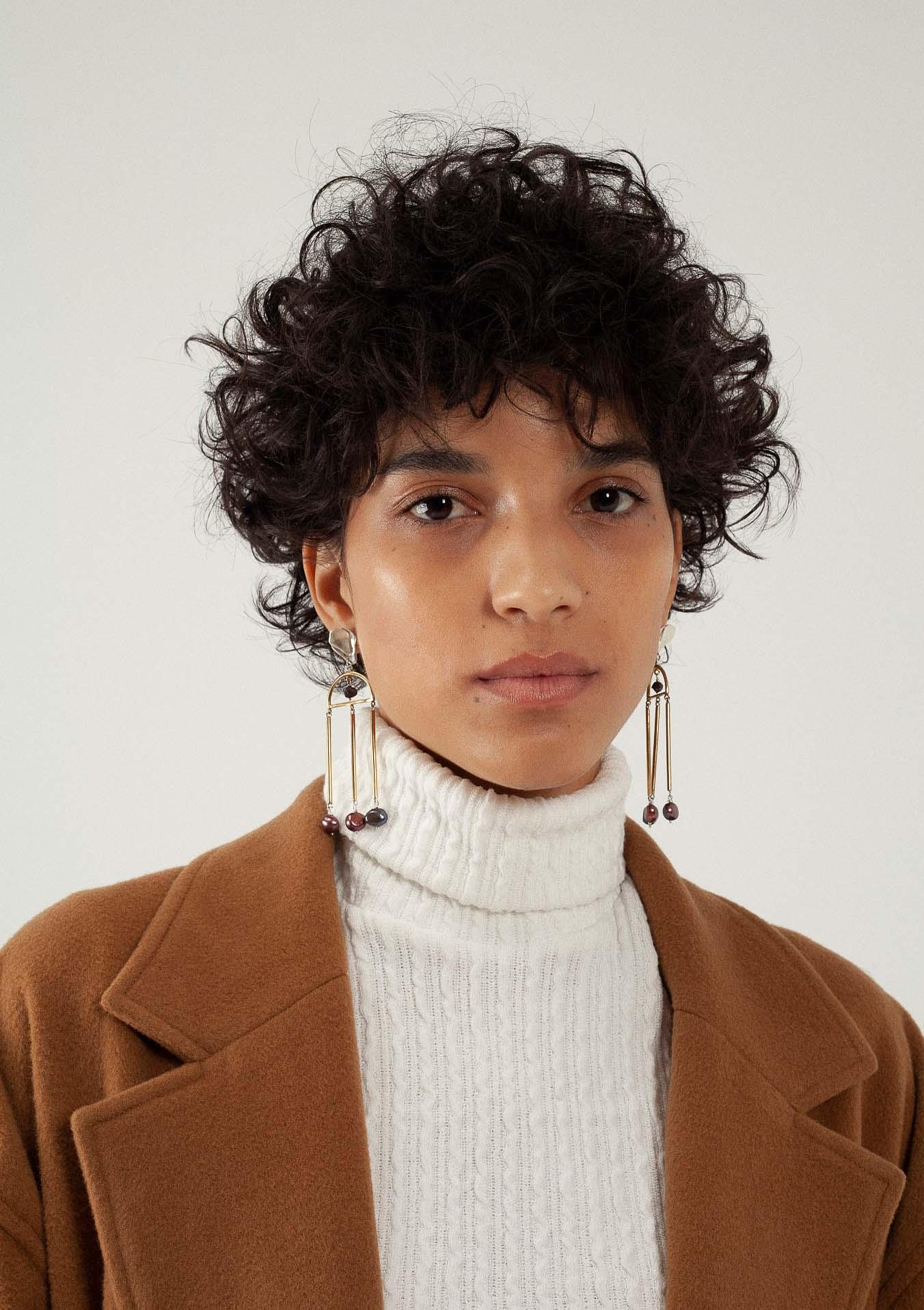 Boucles d'oreilles à perles pendantes de la créatrice Nina Janvier 3