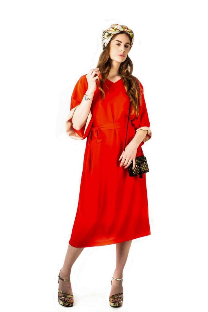 Robe rouge inspirée du caftan en soie de la maison Tremblepierre