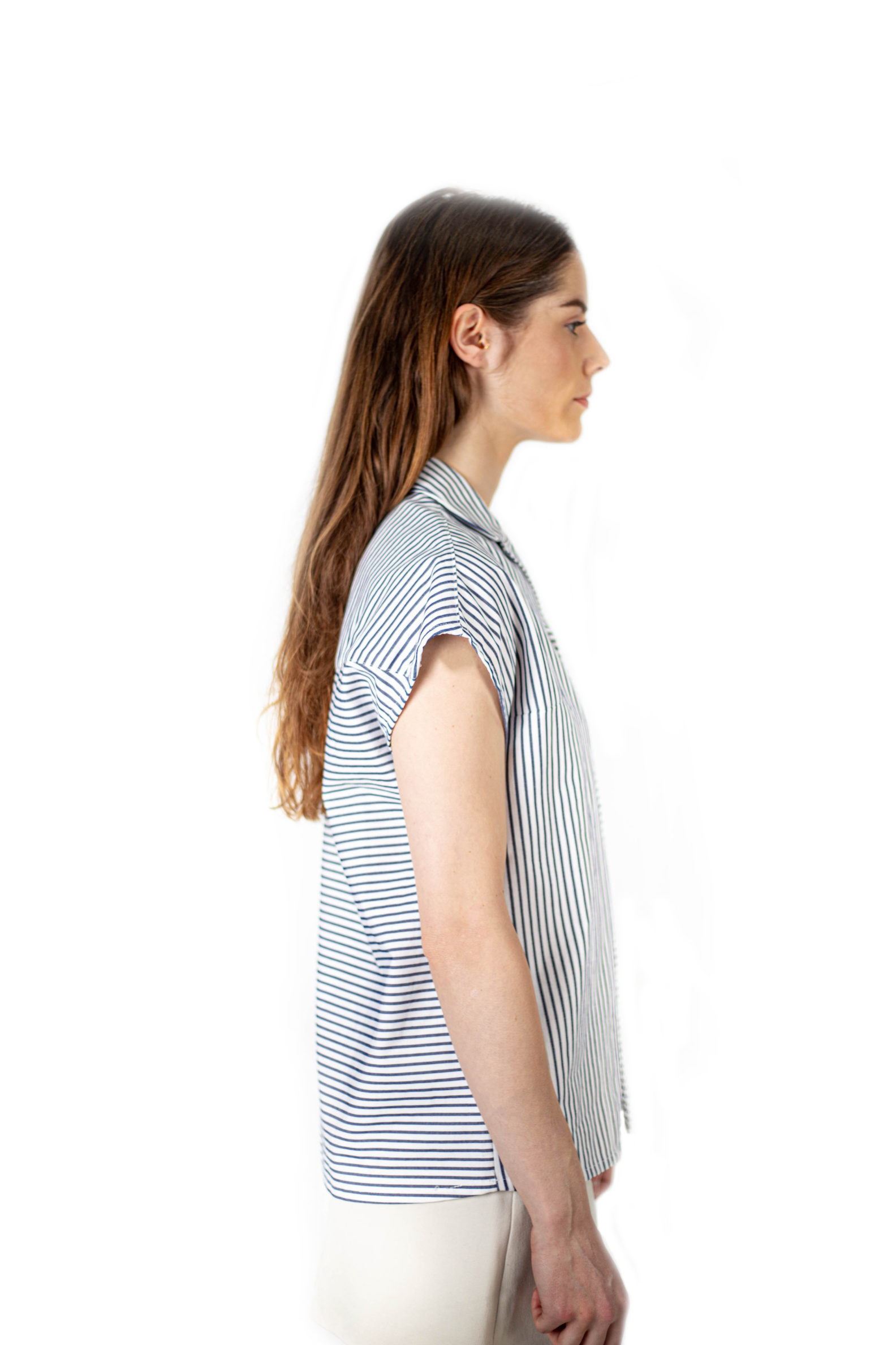 chemise unisexe upcycling sans manches aqntagony affaires etrangeres