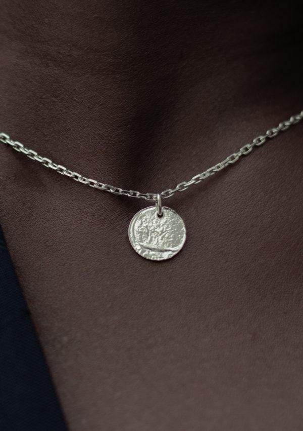 Collier pendentif texturé Eate I argent I 9Pensées I vue face I Label AÉ Paris