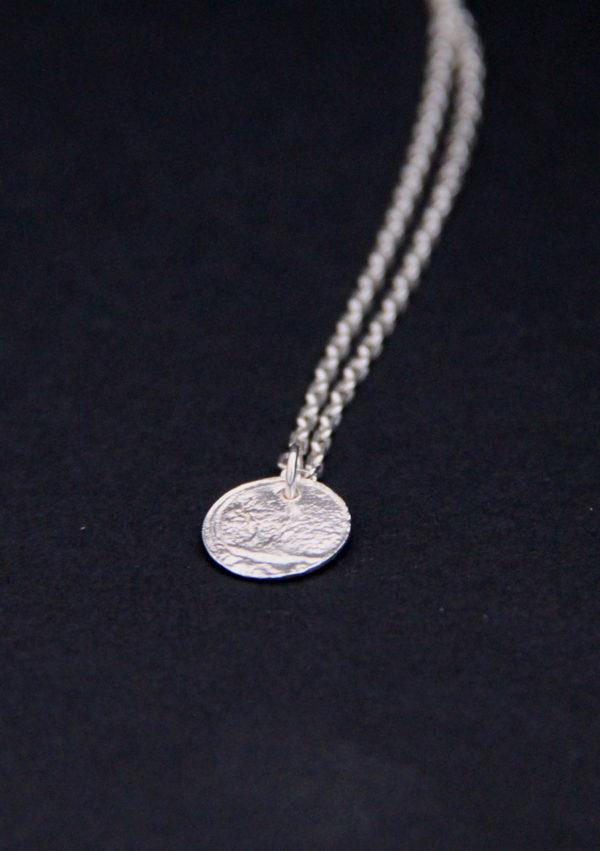 Collier pendentif texturé Eate I argent I 9Pensées I vue en détail I Label AÉ Paris