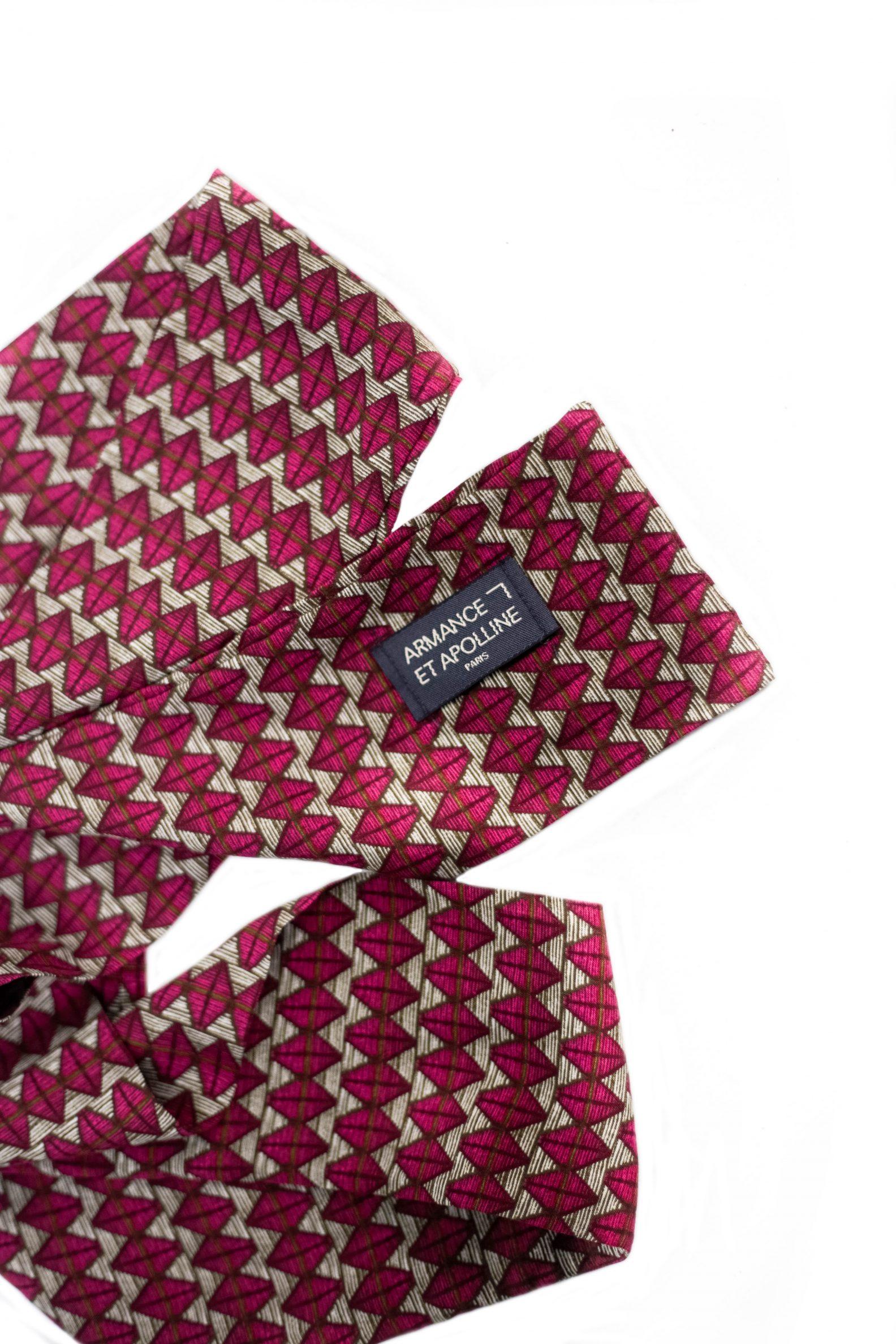 1-foulard-affaires-etrangeres-artisanat-upcycling-label-fabrique-a-paris