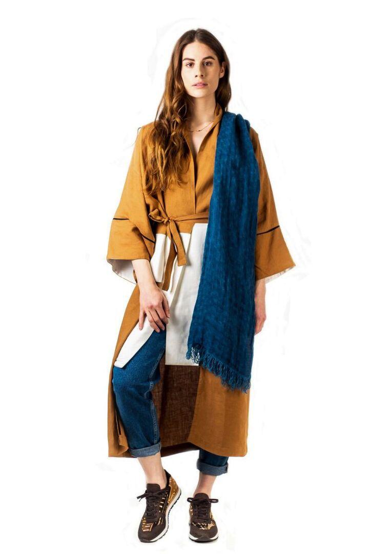 Long trench kimono 100% lin et bicolore blanc et ocre de la maison Tremblepierre