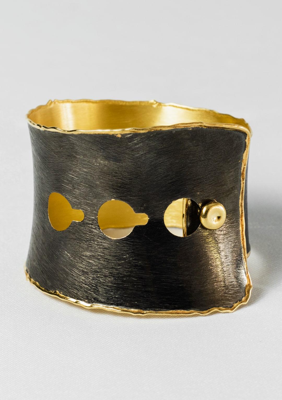 Manchette réglable I Argent massif doré 18 carats et Ruthénium I Elliade bijoux I Image 5 I Label AÉ Paris