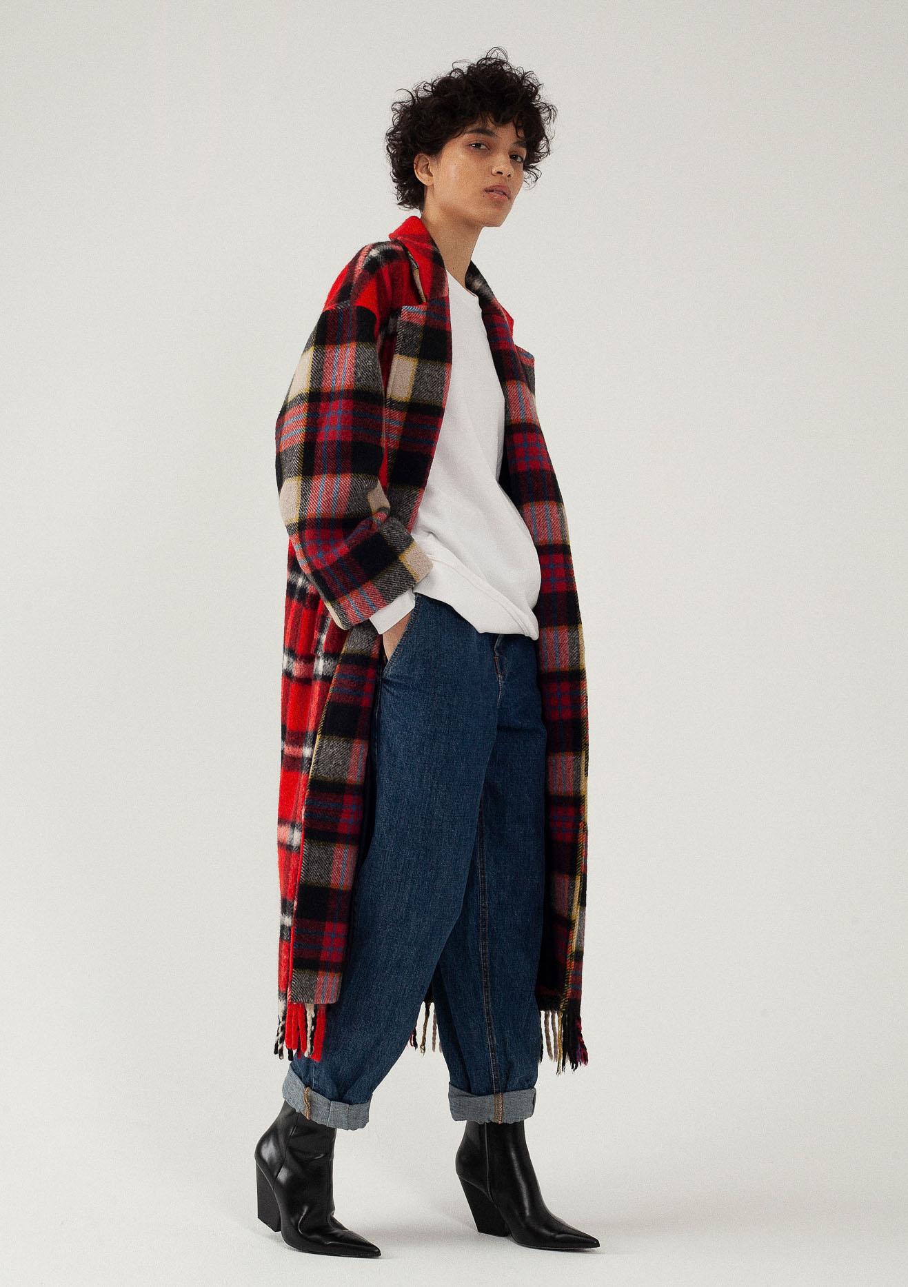 Manteau long en laine à carreaux rouges personnalisabe du créateur Tremblepierre - 3