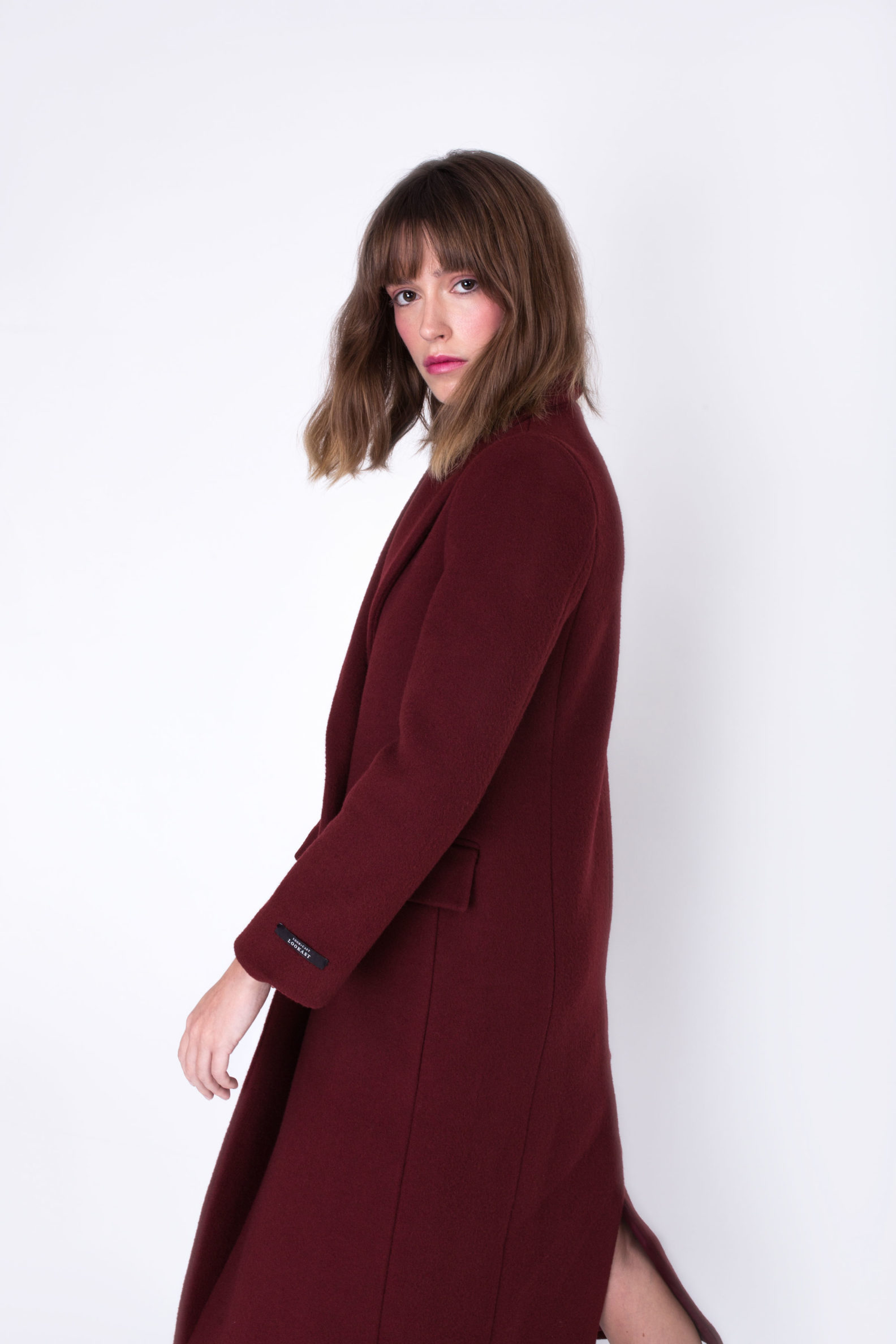 manteau-long-coat-en-laine-wool-croise-double-breasted-bordeaux-burgundy-lookast-kpop-mode-coreenne-affaires-etrangeres