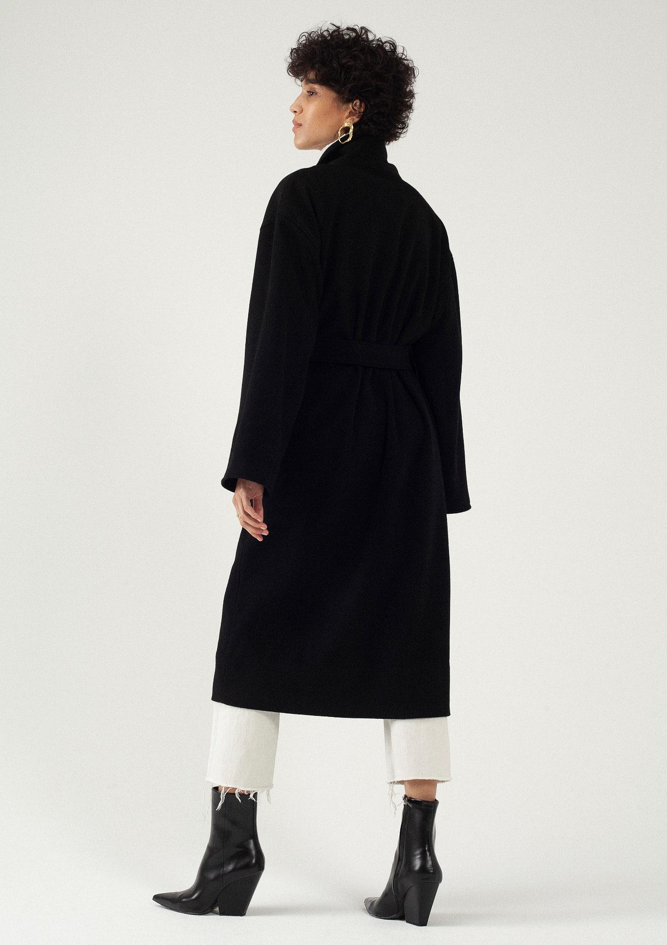 Manteau long noir oversize laine et cachemire par le créateur Tremblepierre. Les Essentiels chez AFFAIRES ÉTRANGÈRES - 4