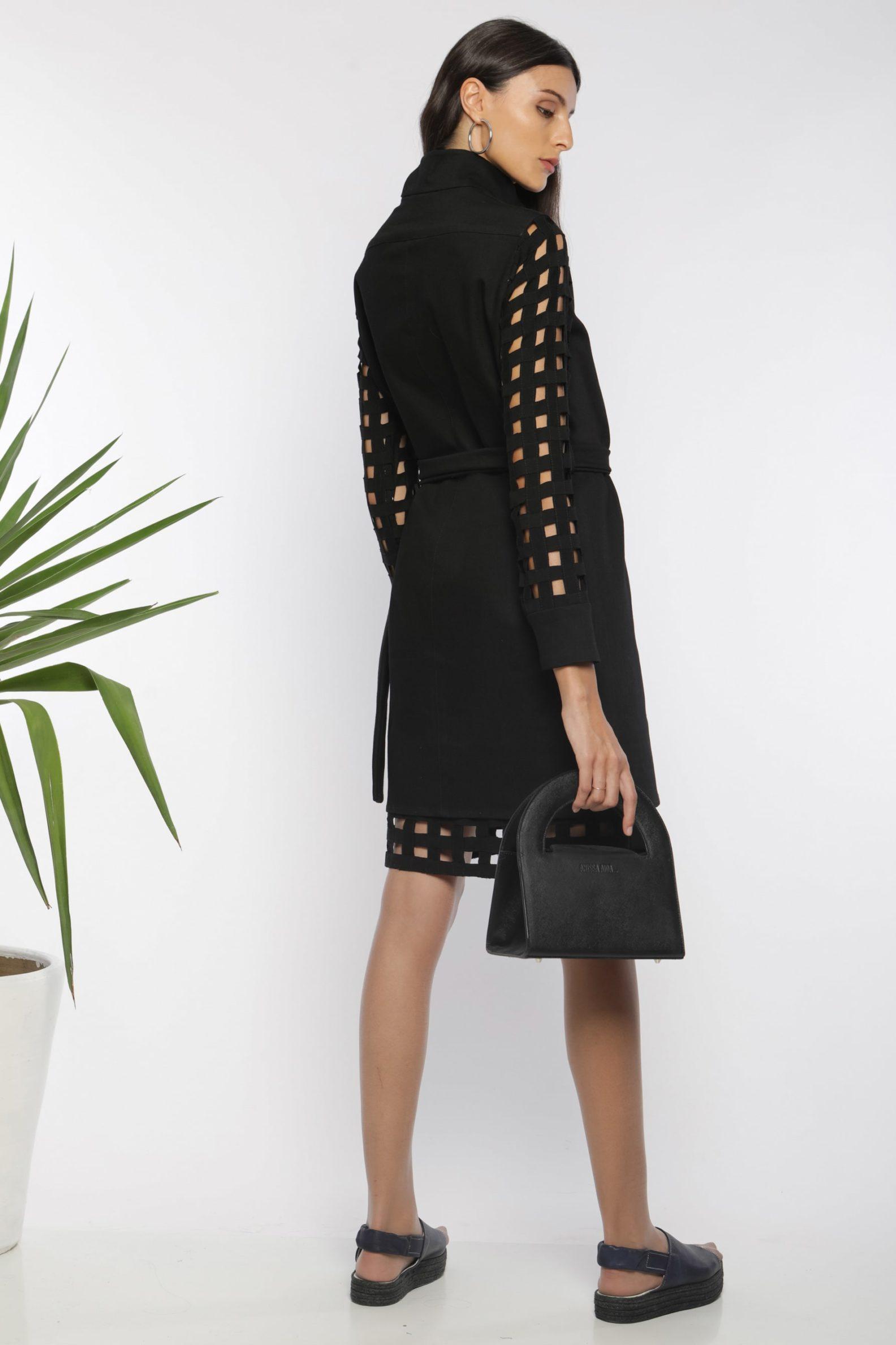 Robe chemise ajourée I En denim noir et coton I Anissa Aïda I Vue de dos I Label AÉ Paris