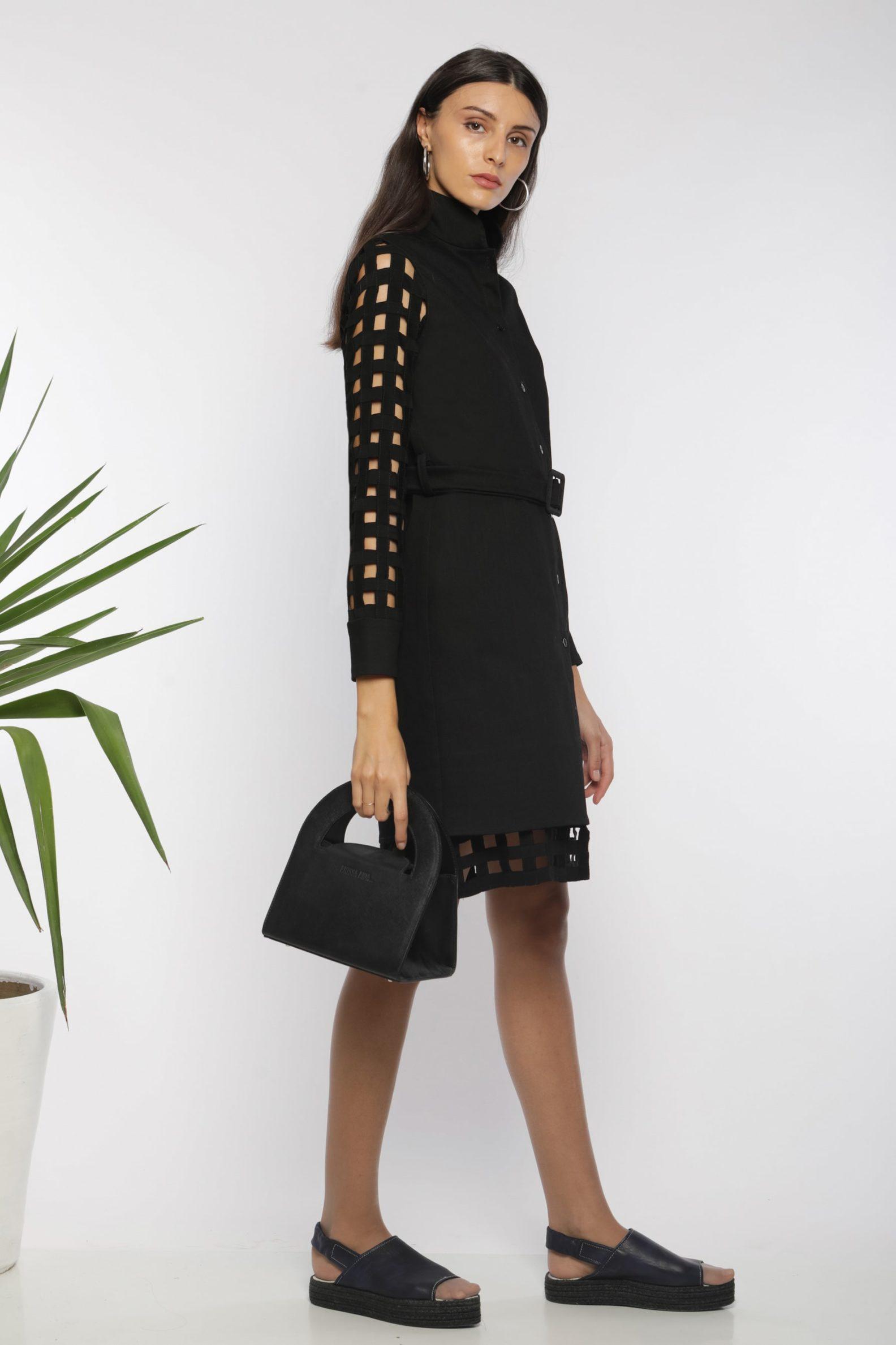 Robe chemise ajourée I En denim noir et coton I Anissa Aïda I Vue de profil I Label AÉ Paris
