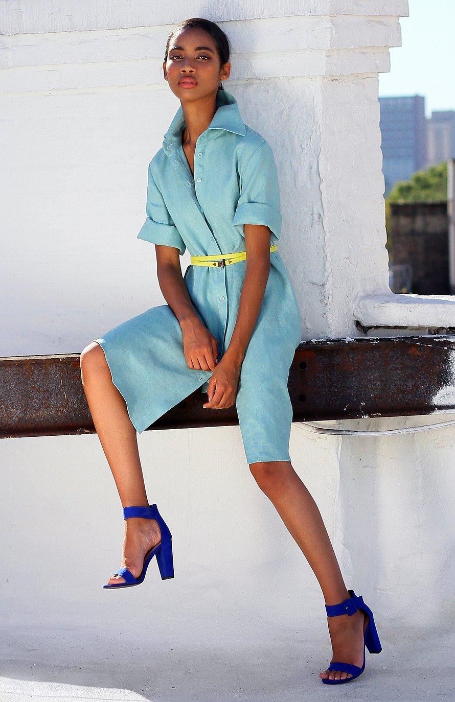 Robe chemise en lin – Mi-longue bleu clair – Vue de face | Label AÉ