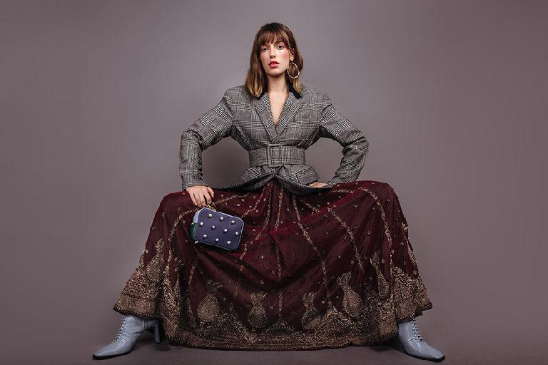 veste-pied-de-poule-ceinture-boucle-d-oreilles-laetitia-piffeteau-belted-blazer-sac-cuir-eenk-charms-affaires-etrangeres-jupe-longue-skirt-zara